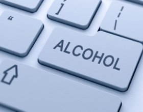 Минфин объяснил перенос начала онлайн-продаж алкоголя