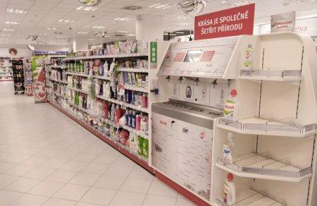 Супермаркеты Чехии начали продавать шампуни и гели для душа на разлив