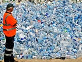 Депутаты тасуют упаковку. В Госдуме хотят обязать отвечать за утилизацию тары ее производителей